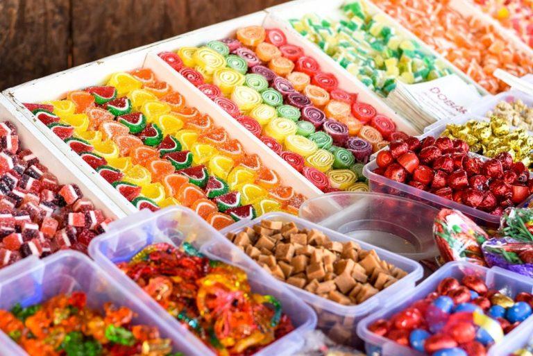 Kto powinien zdecydować się na zakup słodyczy reklamowych?