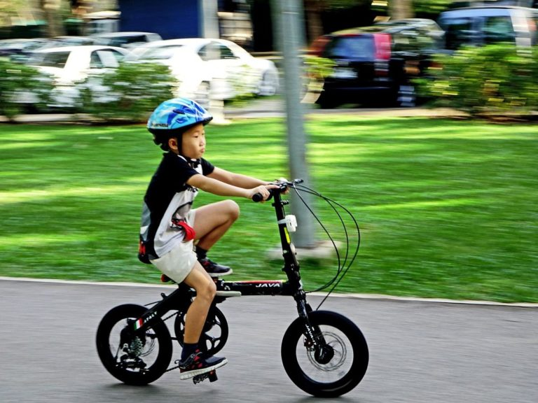 Jak wygodnie pozyskać kaski rowerowe?